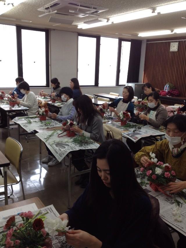 平成26年2月 那珂川町家庭教育学級  バレンタイン花材でフラワーアレンジメント教室